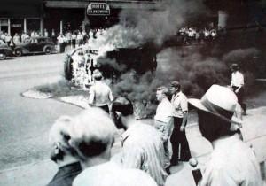 Detroit_riot_1943_car_burn