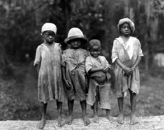 Traditional Clothes Worn by Slaves on Plantations in the ...